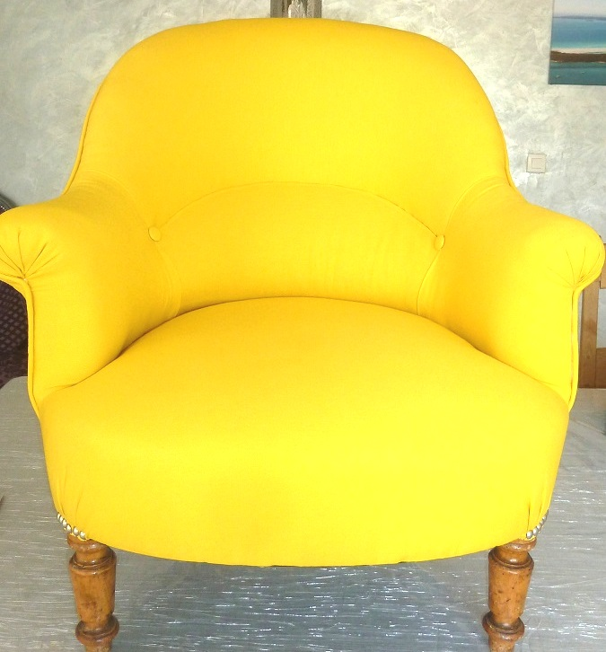 Relooking fauteuil crapaud la belle assise - Fauteuil crapaud jaune ...