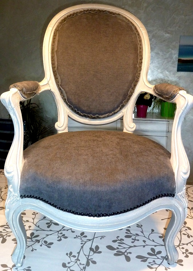 fauteuil m daillon relook style louis xv la belle assise. Black Bedroom Furniture Sets. Home Design Ideas